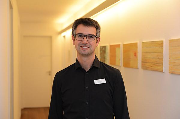 Dr. Niclas Freund
